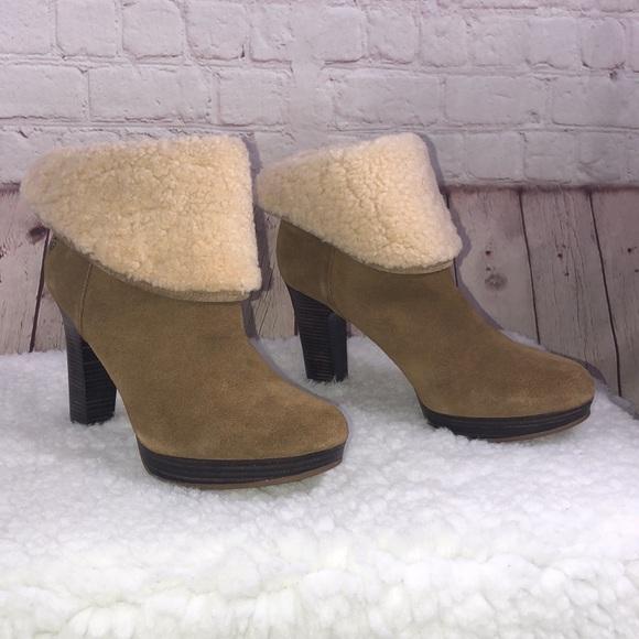 e28e442deb UGG Australia Women's Chestnut Suede Boots